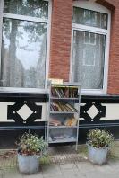 Boekenkastje Tweede Sweelinckstraat 10-hs